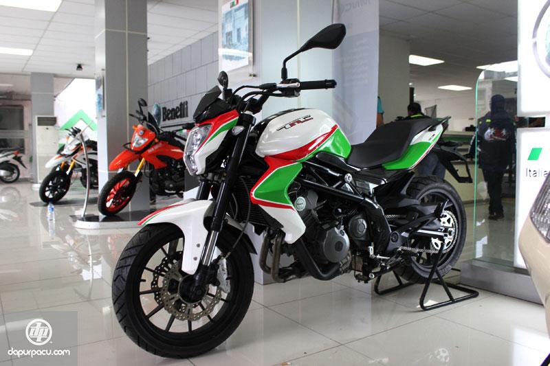 Lộ diện naked bike 4 xi-lanh giá rẻ Benelli BN 600 2020