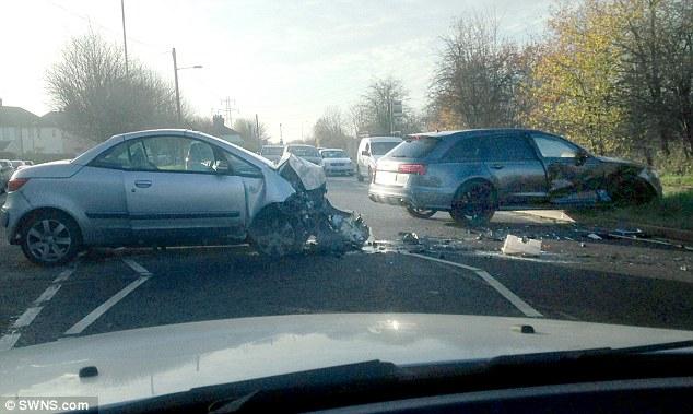 Hình ảnh hiếm hoi ghi lại hiện trường vụ tai nạn của bố con nhà Becks.