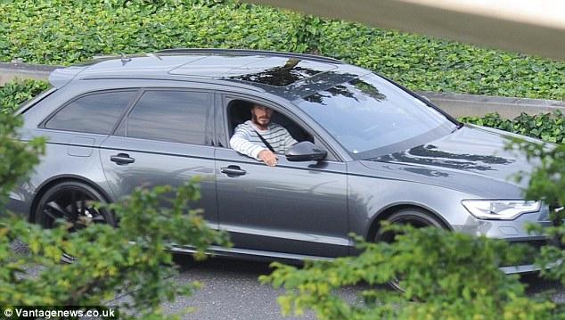David Beckham cầm lái chiếc Audi RS6 còn nguyên vẹn khi vụ tai nạn chưa xảy ra.
