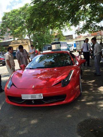 Chiếc siêu xe Ferrari 458 Italia từng ở Hà Nội đã được chuyển vào Sài Gòn.