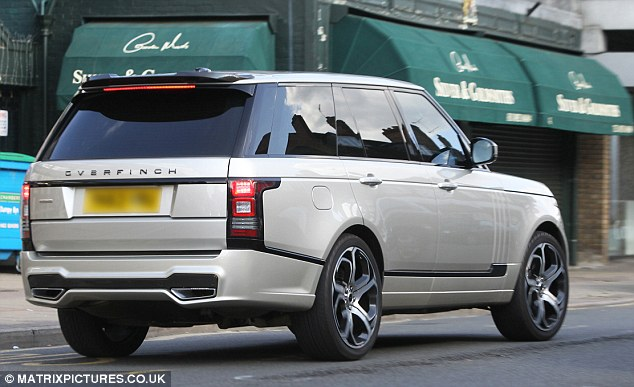 Range Rover Overfinch 4x4 mới của Terry.