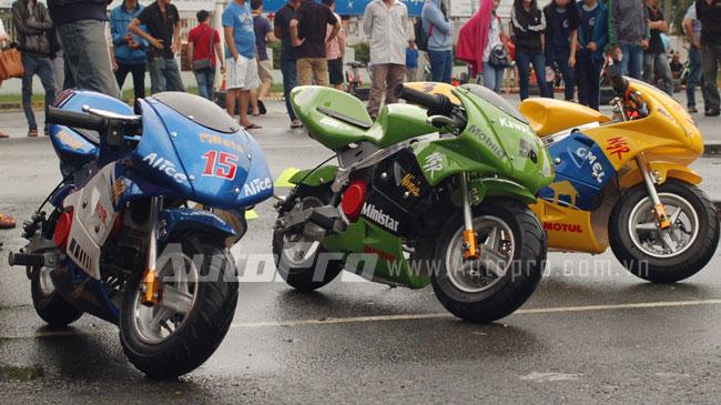 """Những chiếc """"môtô ruồi"""" có giá từ 4-6 triệu Đồng tại Việt Nam."""