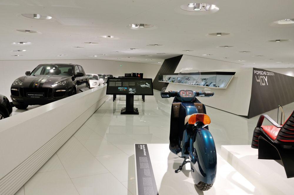 Porsche Design Alternative Motorrad Konzept được trưng bày trong bảo tàng.