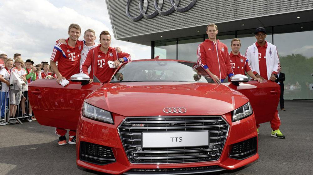 Các cầu thủ Bayern Munich tham gia vào sự kiện lái xe an toàn Audi.