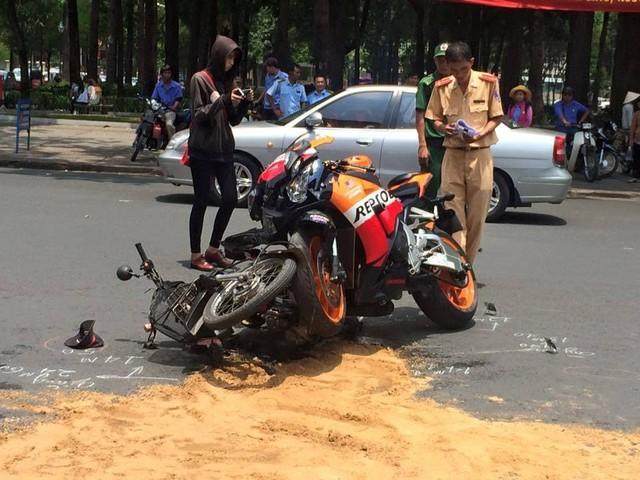 Hiện trường vụ tai nạn (Ảnh: motosaigon).