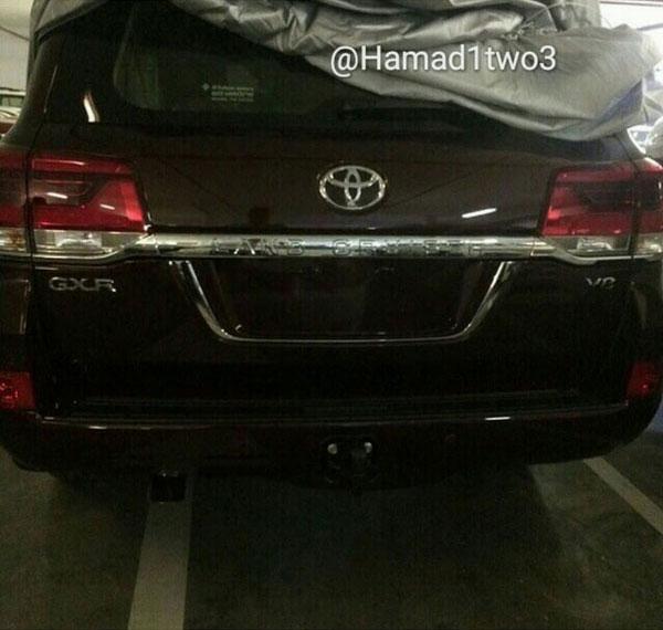 Đầu và đuôi xe của Toyota Land Cruiser 2016