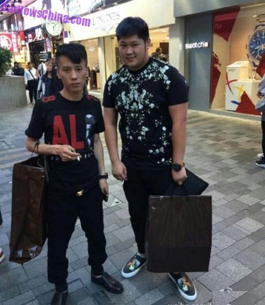 ... đi mua sắm với bạn...