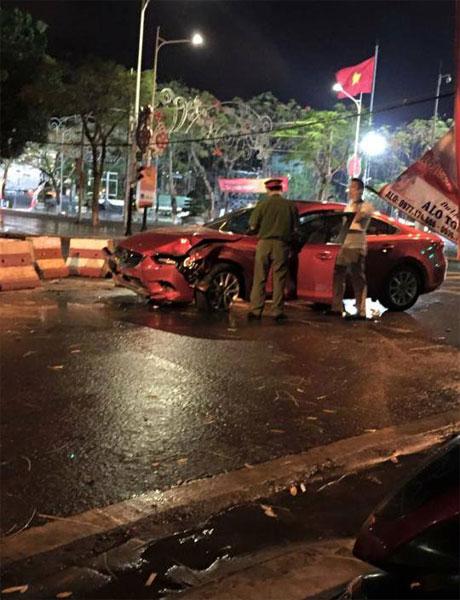 Chiếc Mazda6 nát đầu trong vụ tai nạn (Ảnh: Siêu Xe Hải Phòng)