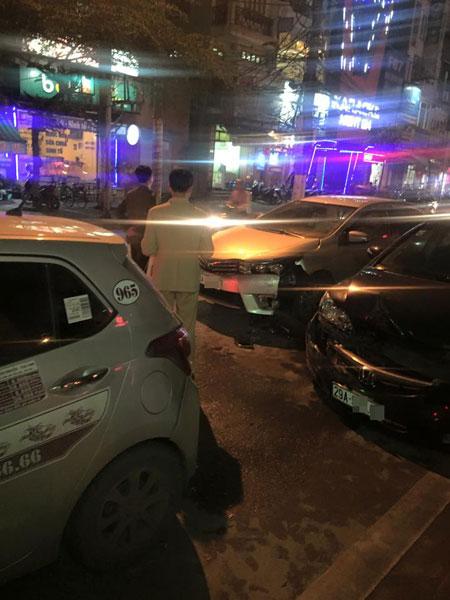 Cả hai xe đều bị hư hỏng phần đầu (Ảnh: Thắng Nguyễn/Otofun).