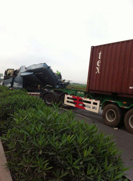 Vụ tai nạn đã gây ùn tắc giao thông kéo dài (Ảnh: Facebook/Hải Phòng).
