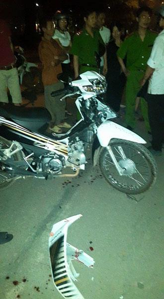 Chiếc xe máy của nam học sinh bị hư hỏng nặng ().