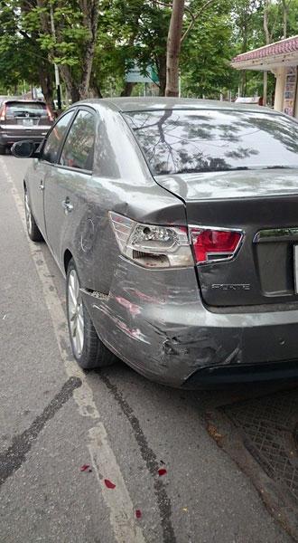 Hai chiếc xe đều hư hỏng đáng kể sau tai nạn (Ảnh: Shine Kudo/Otofun).