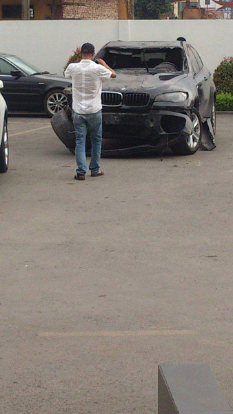 Chiếc SUV hạng sang bị hư hỏng nặng (Ảnh: Bob Smith/Otofun).