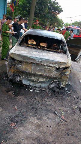 Chiếc Hyundai Sonata bị cháy toàn bộ phần đuôi xe (Ảnh: Nguyễn Tiến Đạt/Otofun).