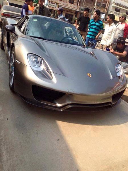 Siêu xe Porsche 918 Spyder mới được đưa về Campuchia.