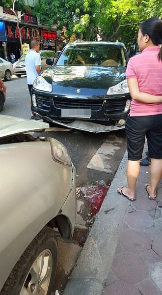 Porsche Cayenne gần như không hề hấn gì trong vụ tai nạn. Ảnh: Dũng Hàn Thuyên/Otofun