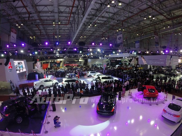 Triển lãm Vietnam Motor Show 2014 tại Sài Gòn với sự tham gia của các nhà sản xuất xe oto trong nước cũng như các nhà nhập khẩu.