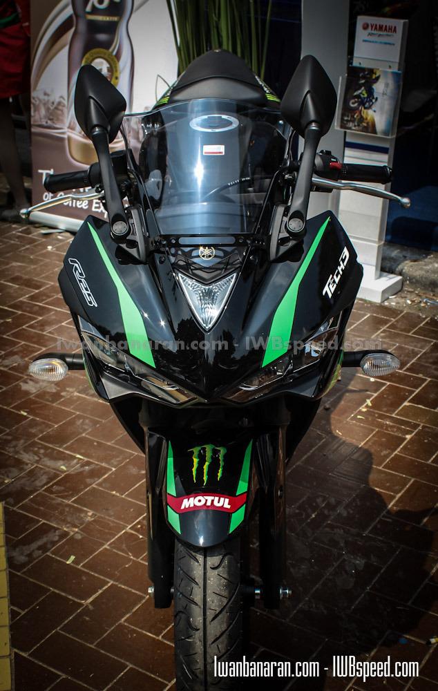 Yamaha R15 với tem Monster Yamaha Tech3