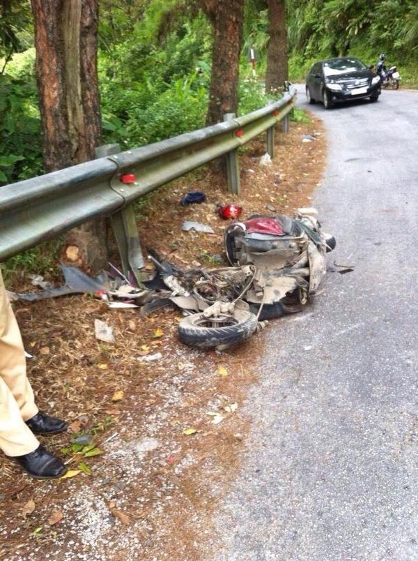 Chiếc xe ga biến dạng hoàn toàn trong vụ tai nạn vào hôm 13/9/2015.