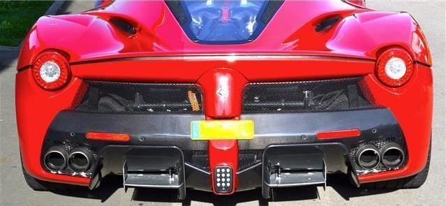 Tất nhiên, đây không phải là chiếc Ferrari LaFerrari cũ đầu tiên có giá cao hơn cả xe mới. Trước đó, đã có một vài chiếc Ferrari LaFerrari cũ khác được rao bán với giá 2 triệu, 4,7 triệu và 5 triệu USD.