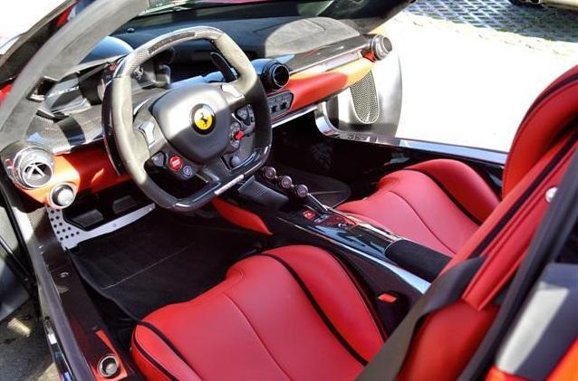 Cần phải nhắc thêm, những chiếc siêu xe Ferrari giới hạn số lượng như LaFerrari càng để lâu càng được giá. Đây có thể là một khoản đầu tư lâu dài và mang về lãi lớn trong tương lai.
