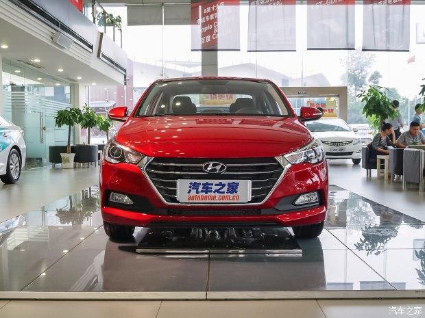 Đến nay, giá bán cụ thể của Hyundai Verna 2017 tại thị trường Trung Quốc mới được công bố. Theo đó, Hyundai Verna 2017 sẽ có 6 bản trang bị khác nhau với giá bán dao động từ 72.800 - 105.800 Nhân dân tệ, tương đương 240 - 349 triệu Đồng, tại thị trường đông dân nhất thế giới.