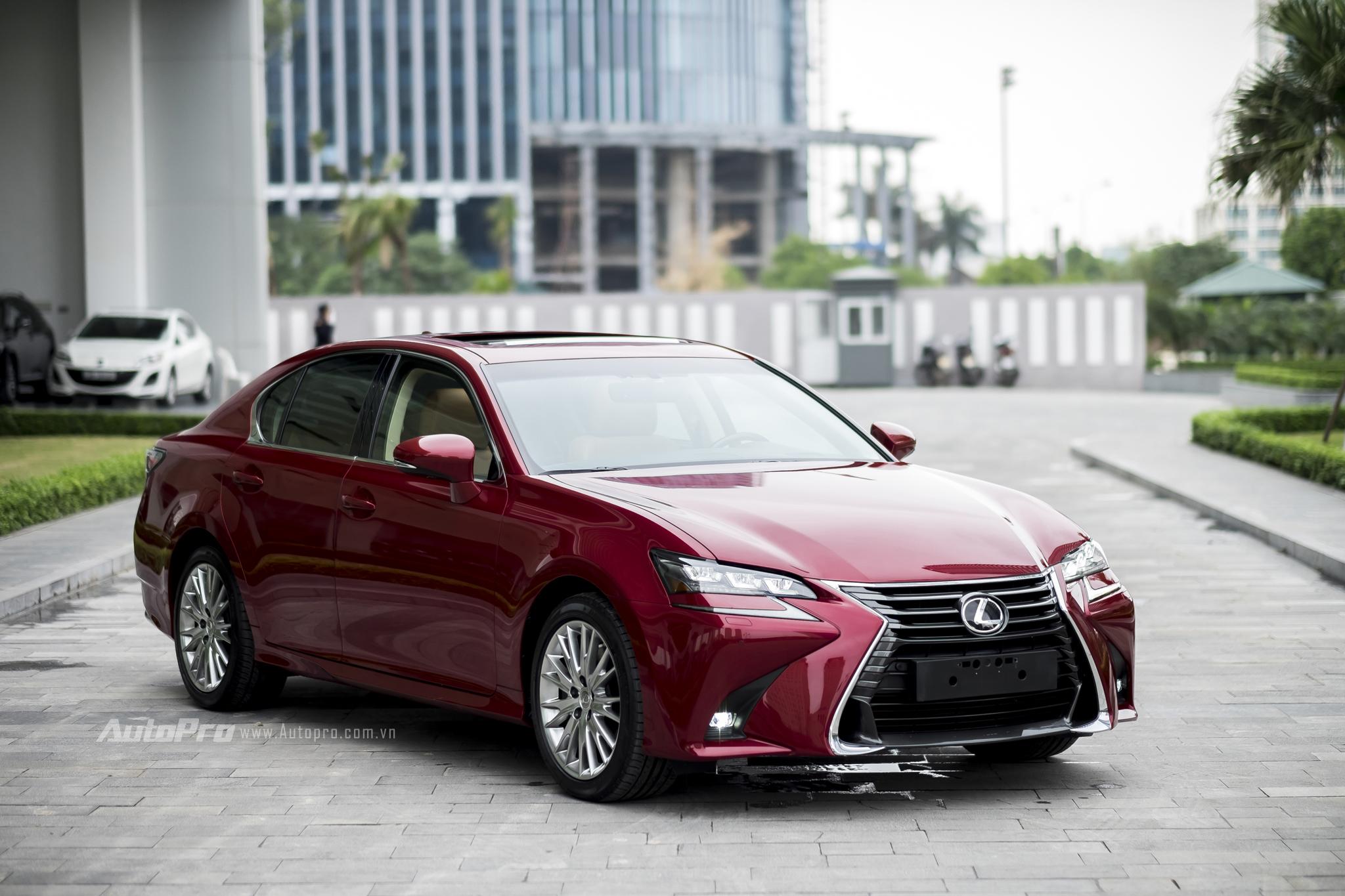 Được ra mắt tại Triển lãm ô tô Quốc tế Việt Nam 2016 vừa qua, Lexus GS200t nhanh chóng thu hút được sự quan tâm của nhiều khách hàng trong nước nhờ mức giá cạnh tranh 3,13 tỷ Đồng. Để có được mức giá này, công lớn thuộc về khối động cơ tăng áp 2.0L giúp mẫu xe sedan này tránh được thuế tiêu thụ đặc biệt.