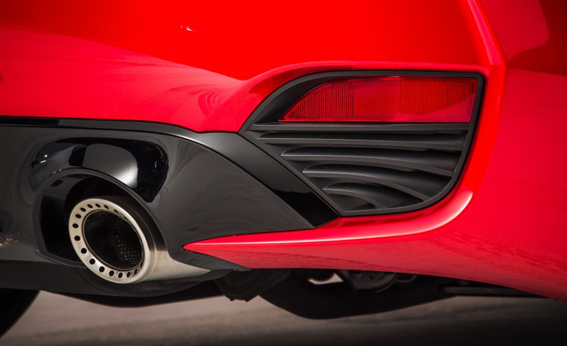Hãng Infiniti đã thành công trong việc giảm hệ số cực cản không khí của Q60 Coupe 2017 xuống 0,28 Cd nhờ phần thân vỏ trơn mượt và hốc gió trên chắn bùn trước, truyền luồng không khí đến khoang động cơ.