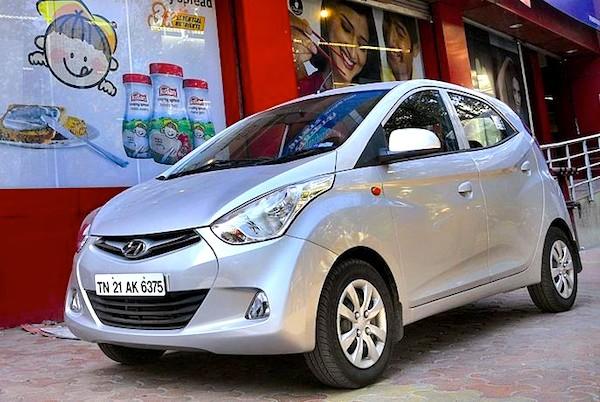 Xe hơi tại Lào rẻ đáng kể so với Việt Nam - Ảnh 3.