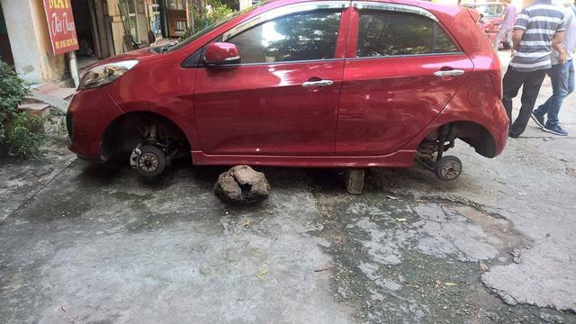 Kia Morning bị ăn trộm cả 4 bánh tại Phú Thọ. Ảnh: Otofun