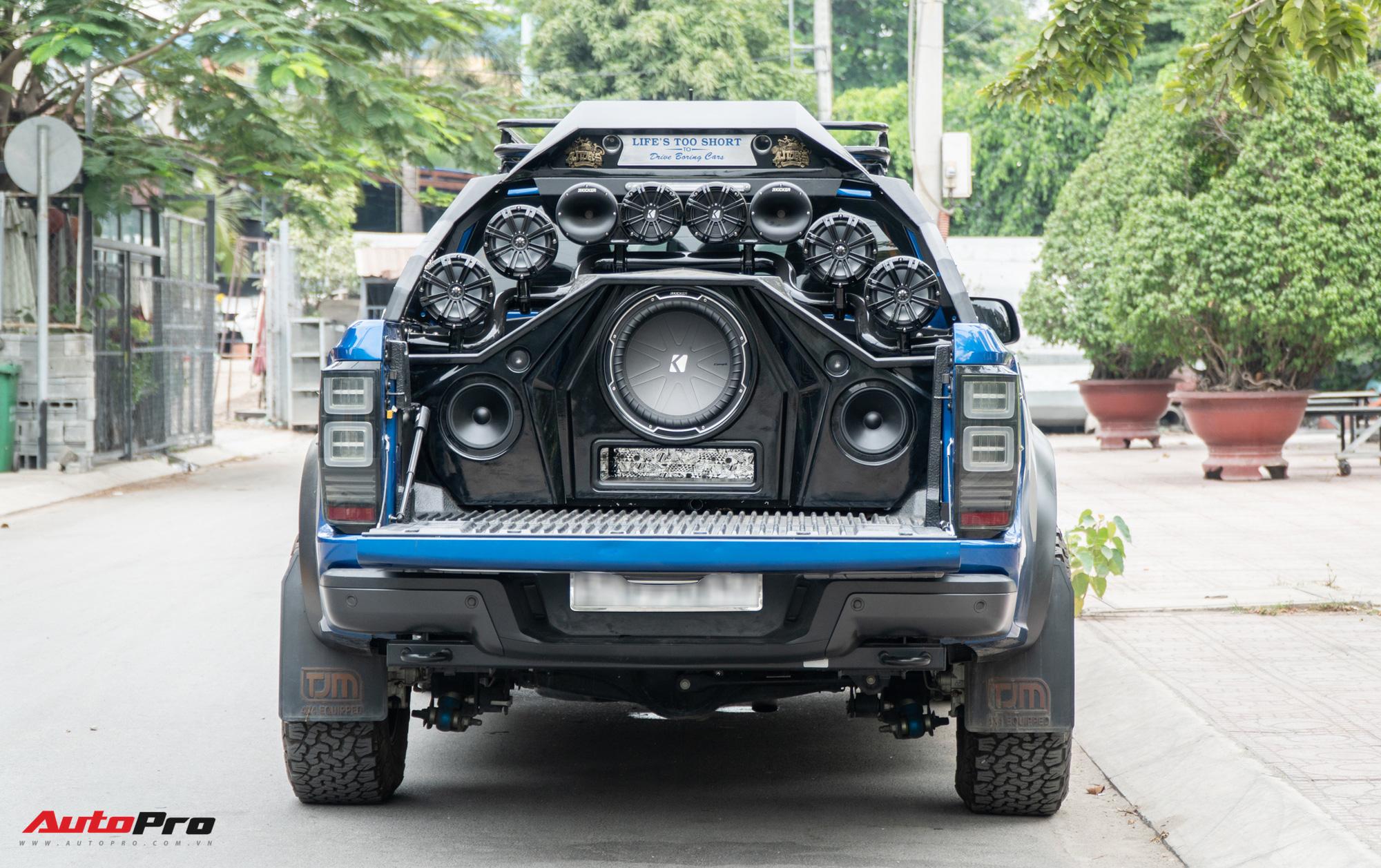 Chủ xe Ford Ranger Raptor chi 1,8 tỷ đồng độ dàn âm thanh