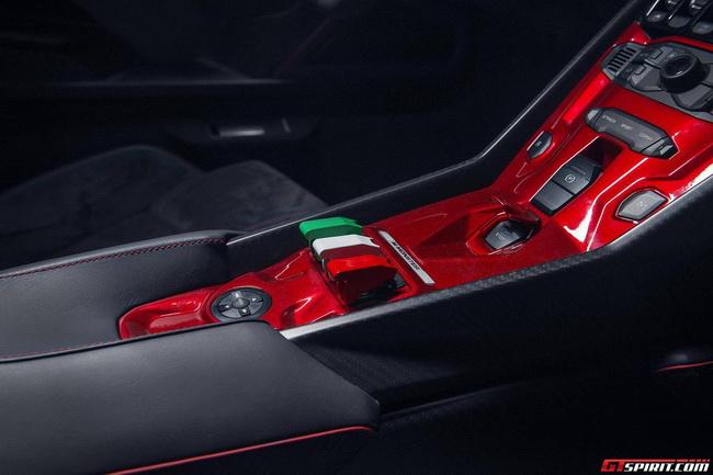 Mượn siêu xe đắt nhất thế giới để khoe loa tại CES 2014 7