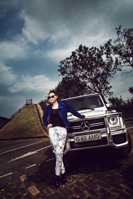 Thu Minh khoe lưng trần bên Mercedes-Benz G63 AMG  10