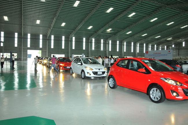 Việt Nam lần đầu xuất lô xe du lịch Mazda sang Lào 2