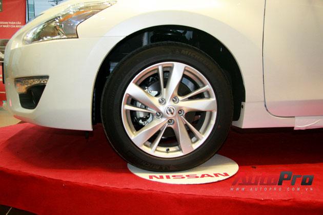 Nissan Teana 2013 màu trắng đầu tiên xuất hiện với giá 1,4 tỷ đồng 2