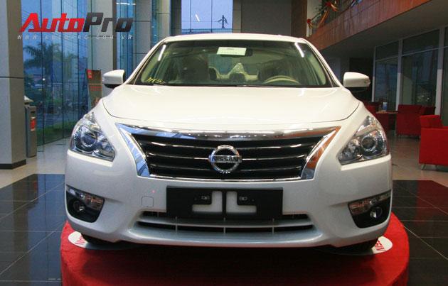 Nissan Teana 2013 màu trắng đầu tiên xuất hiện với giá 1,4 tỷ đồng 1