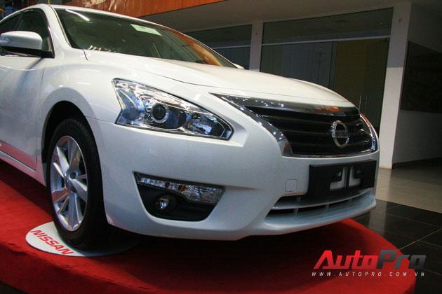 Nissan Teana 2013 màu trắng đầu tiên xuất hiện với giá 1,4 tỷ đồng 4