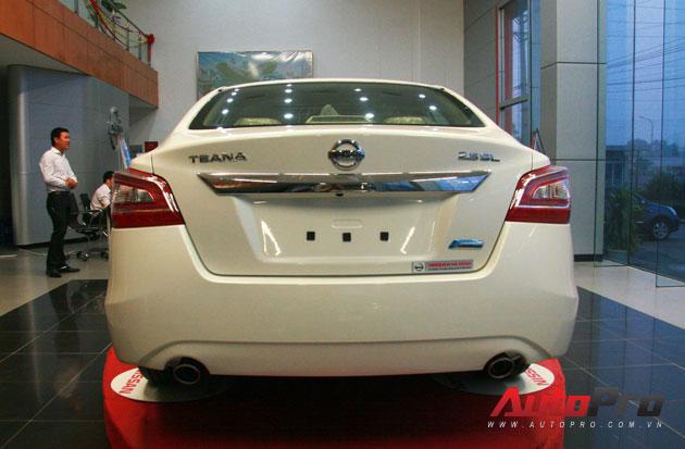 Nissan Teana 2013 màu trắng đầu tiên xuất hiện với giá 1,4 tỷ đồng 5