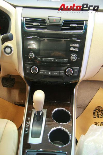 Nissan Teana 2013 màu trắng đầu tiên xuất hiện với giá 1,4 tỷ đồng 9