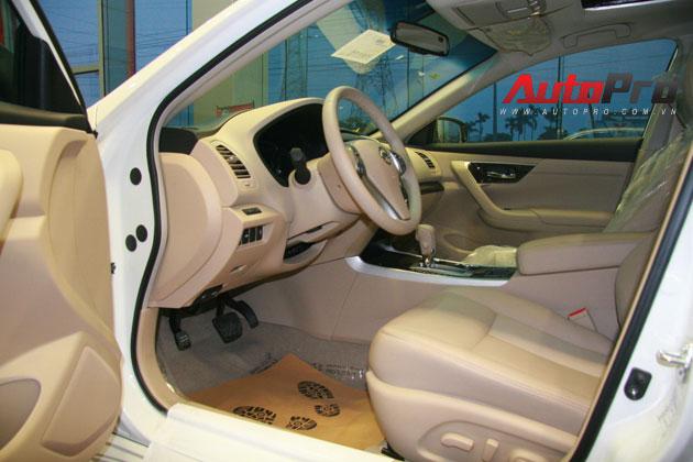 Nissan Teana 2013 màu trắng đầu tiên xuất hiện với giá 1,4 tỷ đồng 12