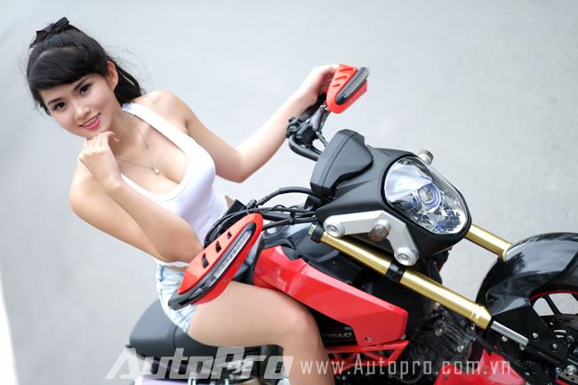 """Thiếu nữ so dáng cùng """"tí hon"""" Honda MSX125 1"""
