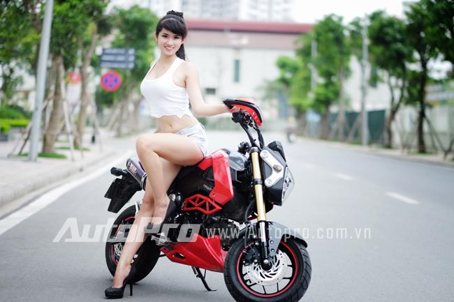 """Thiếu nữ so dáng cùng """"tí hon"""" Honda MSX125 3"""