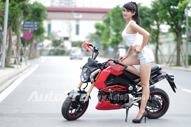 """Thiếu nữ so dáng cùng """"tí hon"""" Honda MSX125 4"""