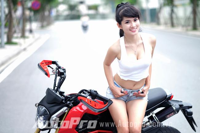 """Thiếu nữ so dáng cùng """"tí hon"""" Honda MSX125 5"""