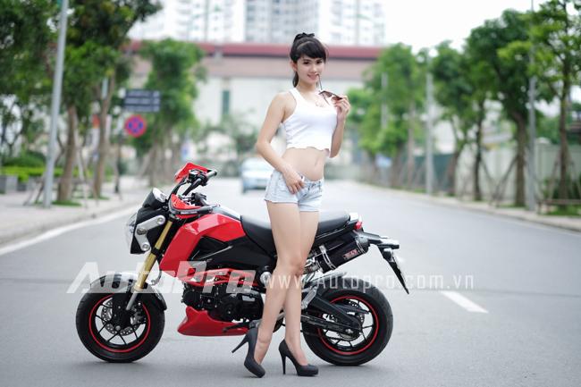 """Thiếu nữ so dáng cùng """"tí hon"""" Honda MSX125 12"""