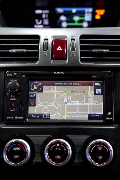 Subaru XV Crosstrek Hybrid có giá từ 25.995 USD 7