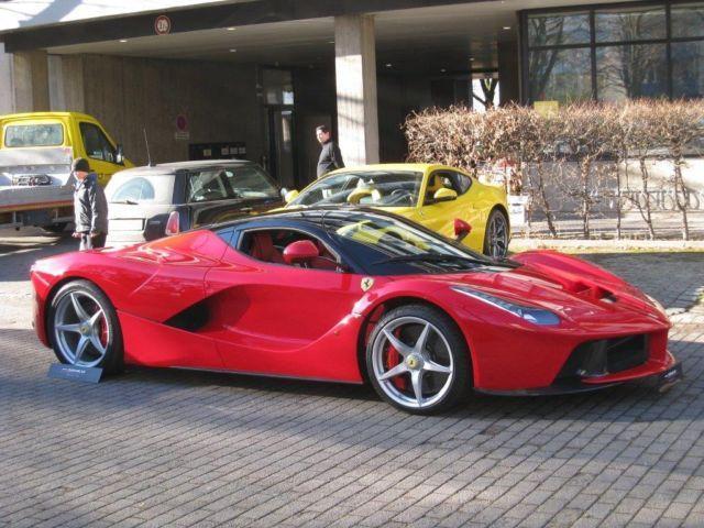 """Siêu xe Ferrari LaFerrari """"Số 1"""" có giá 3,25 triệu USD 3"""