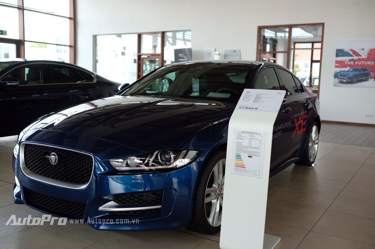 Mẫu xe sedan thể thao Jaguar XE có giá tại Đức còn rẻ hơn cả Toyota Camry 2.0E tại Việt Nam.