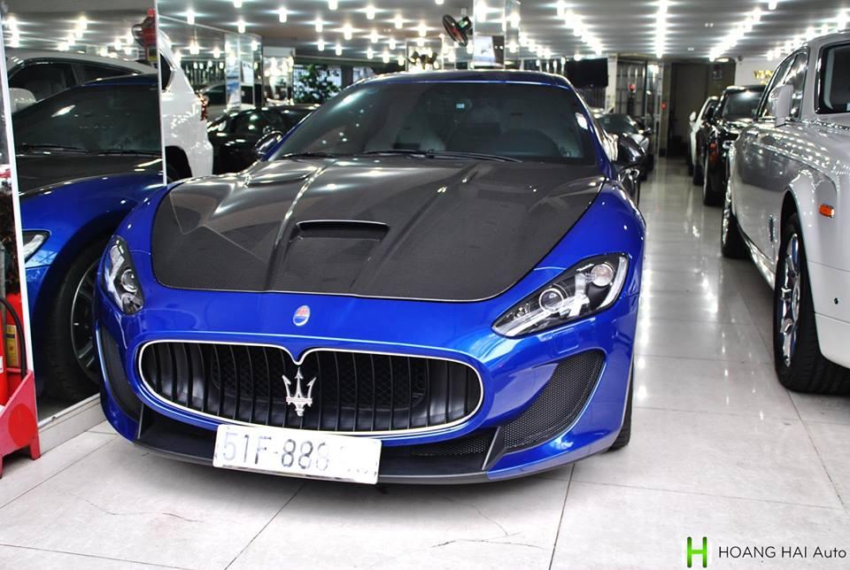 Tại Việt Nam hiện chỉ có hai chiếc Maserati GranTurismo MC Stradale hàng xịn, một mang ngoại thất màu vàng và chiếc còn lại màu xanh dương khá nổi tiếng khi thuộc sở hữu của tay chơi Minh Nhựa. Ảnh: Hoàng Hải Auto.