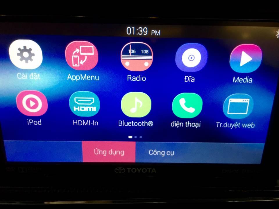 Giao diện đã được việt hoá của màn hình cảm ứng trên Toyota Innova 2016 phiên bản V. Màn hình kích thước 8 này được trang bị hệ điều hành Android cho phép hỗ trợ kết nối Miracast và cổng HDMI, ra lệnh bằng giọng nói, dẫn đường GPS, trình duyệt Web và đặc biệt là tích hợp kết nối Wifi, hoặc kết nối với điện thoại để duyệt web, dẫn đường…